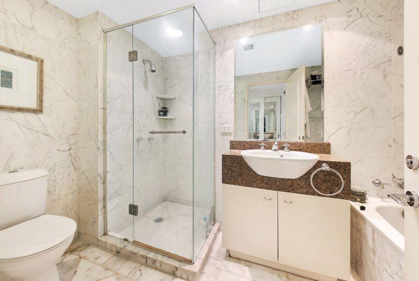 926g_bathroom